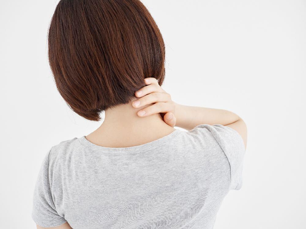 肩こり・首や背中の痛みの女性